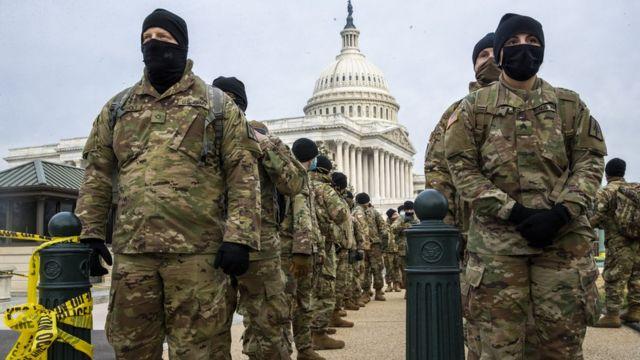 Despliegue de soldados de la Guardia Nacional frente al Capitolio