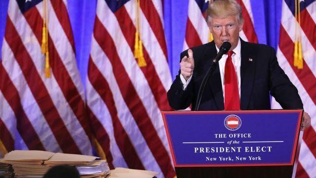 صورة لترامب خلال مؤتمره الصحفي