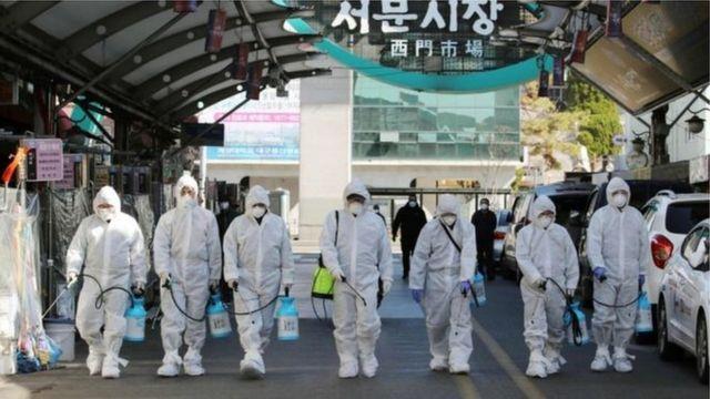 တောင်ကိုရီးယားကကူးစက်မှုနှုန်းမြင့်တက်နေတဲ့ ဒေဂူးမြို့မှာ ပိုးသတ်ဆေးဖြန်းနေကြတာပါ။