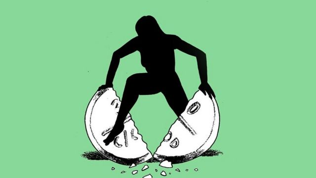 Ilustração de uma mulher quebrando um comprimido gigante