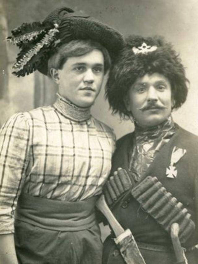 Русские травести в сценических костюмах. 1910-е годы
