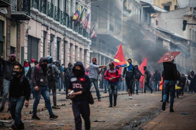 Los enfrentamientos entre policía y manifestantes fueron muy violentos