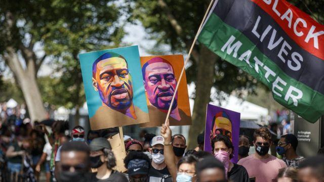 ผู้ประท้วงเรื่องการเหยียดเชื้อชาติในอเมริกา