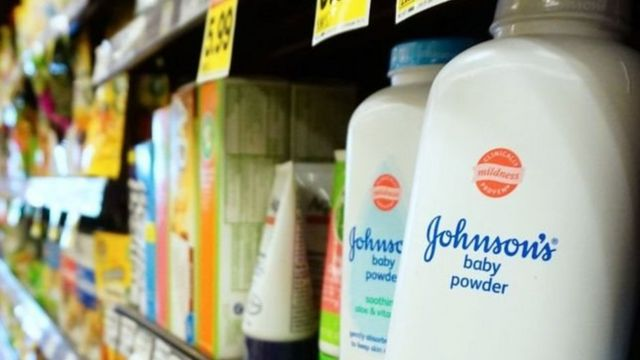 Johnson & Johnson menyatakan keamanan bedak bubuknya berdasarkan bukti ilmiah puluhan tahun.