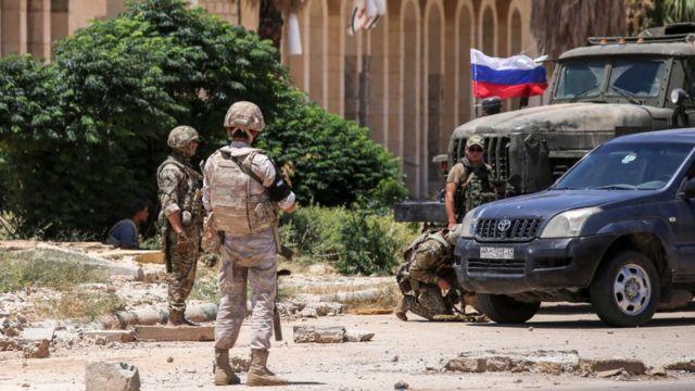 Rus jandarma birlikleri Dera vilayetinin güneyindeki Nesib sınır kapısında (7 Temmuz 2018)