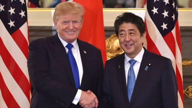 Bwa. Trump na mwenyeji wake Shinzo Abe, katika ziara yake ya kwanza nchini Japan na Bara Asia kama Rais wa Marekani