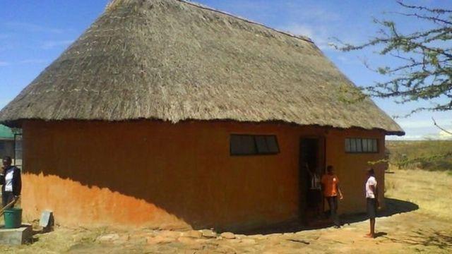 غرف النوم المشتركة في مدرسة بركة كانت على الطراز الكيني التقليدي