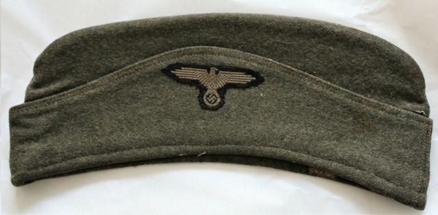Ravensbrück'te kadın gardiyanların giydiği şapka.