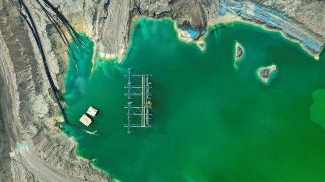 智利兰卡瓜附近MVC铜矿的一处尾矿池,里面存放铜矿提炼过程中产生的副产品