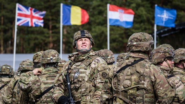 Polonya'ya NATO kapsamında bu yıl konuşlandırılan ABD askerleri, karşılama töreninde