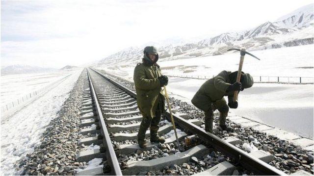 中印两国不断在边界有争议的地区修建基铁路、桥梁等基础设施。