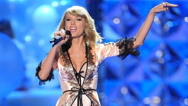 Taylor Swift accused of 'double standards' by photographer