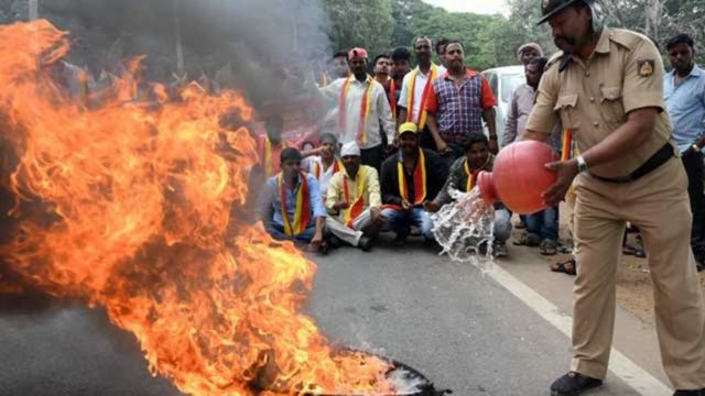 कर्नाटक में तमिलनाडु सरकार के ख़िलाफ़ गुस्सा
