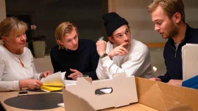 Tomas Hejs (drugi zdesna) glumi u norveškoj tinejdžerskoj seriji Skam