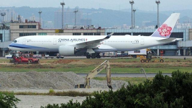 台湾桃园机场停机坪上的一架华航空中客车A350客机(26/5/2018)