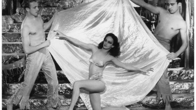 Сцена из мюзик-холла 1934 года