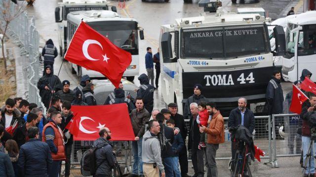 У голландского консульства в Анкаре