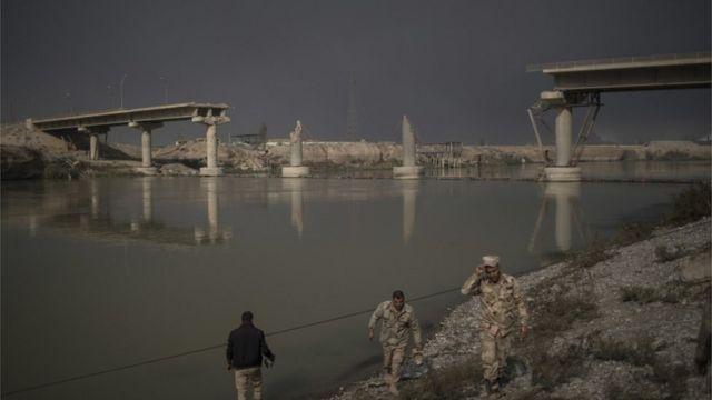 أحد الجسور الخمسة في مدينة الموصل