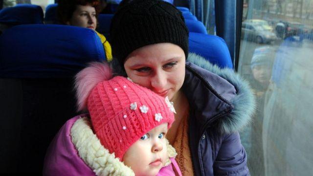 Жінка з дитиною Донбас
