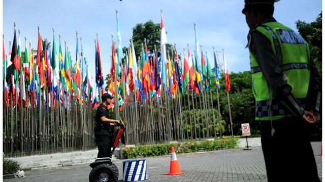interpol, indonesia, bali, polisi