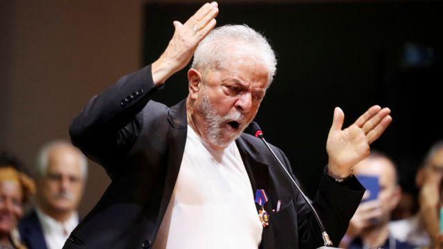 Ex-presidente Lula durante discurso em assembleia no PT
