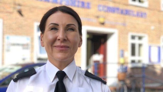 瑪麗亞是一名警察