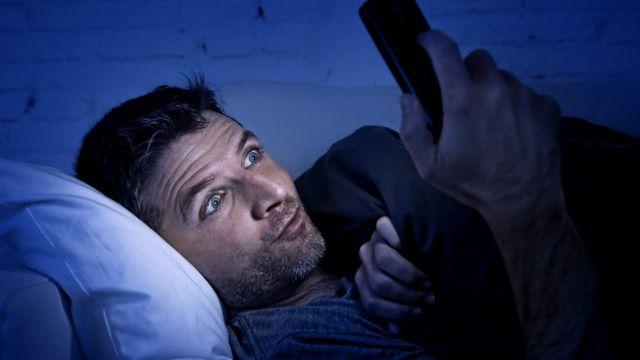 Мужчины чаще смотрят порнофильмы в одиночку