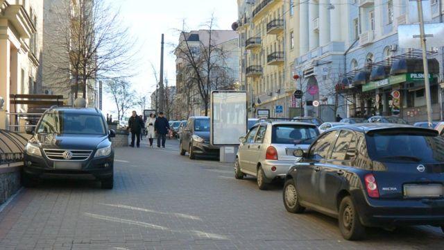 У Києві автомобілі конкурують з пішоходами