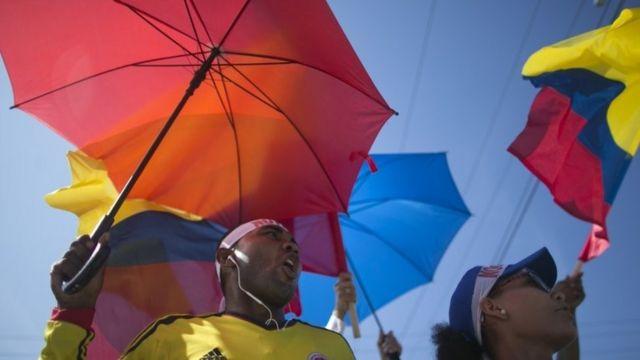 和平合意への抗議デモも開かれた(26日、コロンビア・カルタヘナ)