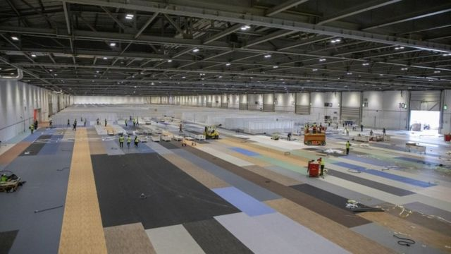 Reino Unido construye en nuevo hospital, el NHS Nightingale.