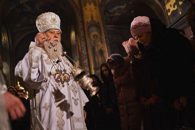 Патриарх непризнанной УПЦ (КП) Филарет совершает богослужение во Владимирском соборе в Киеве