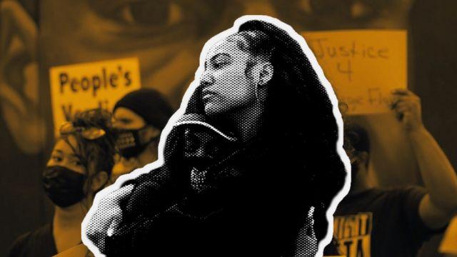 Duas mulheres negras se abraçando na rua após o veredicto de Derek Chauvin ser anunciado