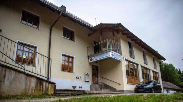 Hotel onde ocorreram as mortes, no rio Ilz.