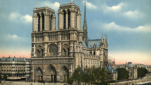 كاتدرائية نوتردام في باريس