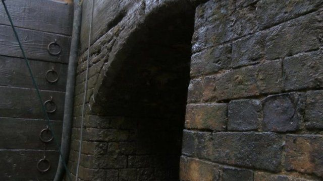 Banbury Lock's original brickwork