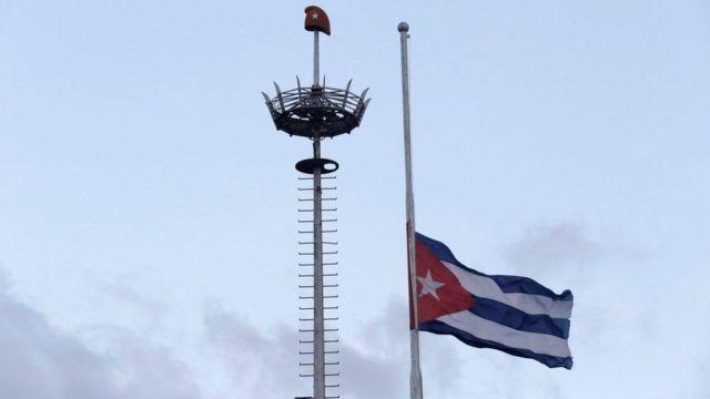 تنكيس أعلام كوبا