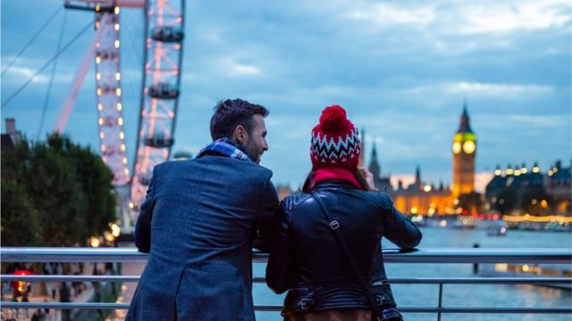 couple in London in the evening