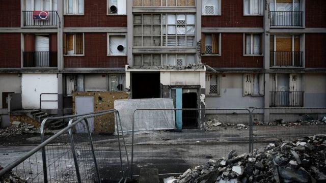 """Разрушающийся Cite Gagarine - типичная среда для снимаемых в пригородах французских городов """"фильмов гетто"""". Так Город Гагарина выглядел незадолго до его сноса в августе 2019 г."""