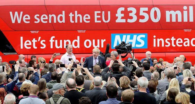 """Борис Джонсон настаивает на цифре 350 млн фунтов. Он возглавлял кампанию за """"брексит"""", а теперь стал премьер-министром"""