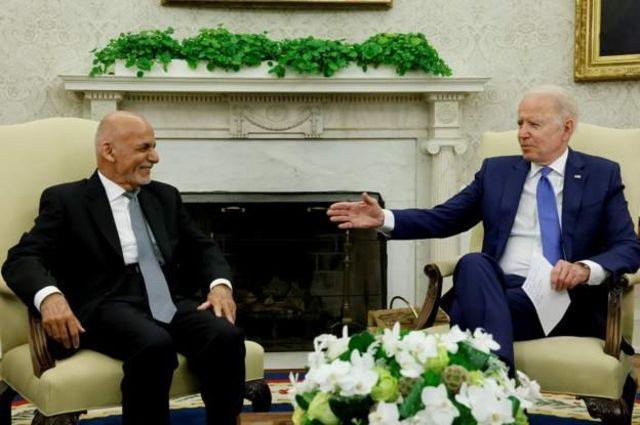 Aqalka Cad ee Mareykanka ayaa xaqiijiyey Madaxweyne Biden inuu taageero la garab joogo madaxweynaha Afghanistan.