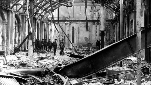 1916年復活節起義期間都柏林的郵政總局被破壞。