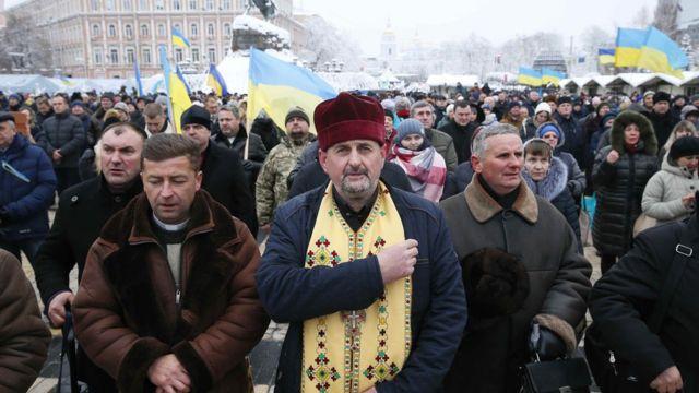 Kiev'de dua edenler.