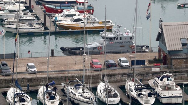 Patrolni čamac pogranične policije u luci Dover