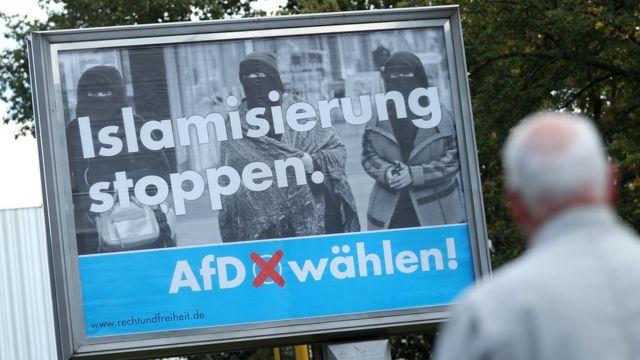 """Um cartaz de campanha da AfD diz: """"Pare a islamização"""""""