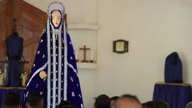 Pada Jumat Agung patung Bunda Maria diarak dari kapela Tuan Ma menuju kapela Tuan Ana