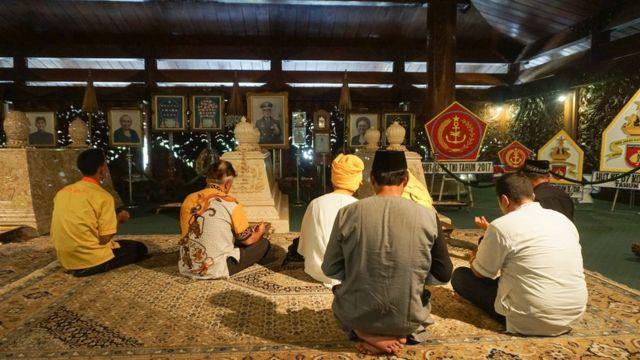Para pengagum Suharto kerap datang ke makamnya untuk memanjatkan doa
