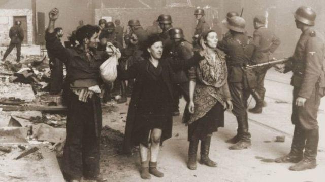 За даними істориків, під час Другої світової війни вбили близько 40% євреїв з Австрії. Це понад 65 тисяч людей