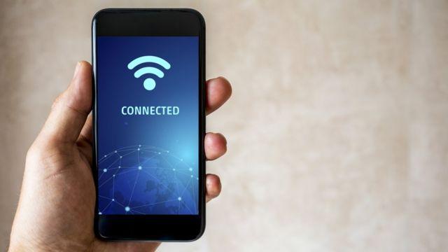 Un teléfono conectado a wifi.