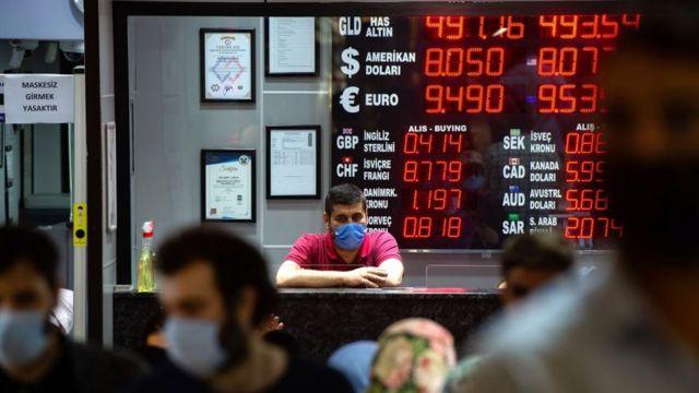 Türk lirası neden diğer para birimlerinin aksine dolar karşısında düşüyor?