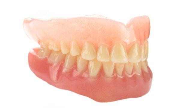 Cientistas afirmam que urina pode ser usada na fabricação de dentes
